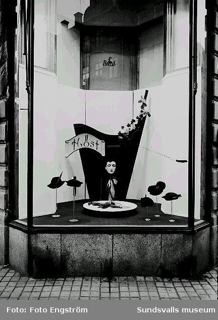 Höstskyltning i Hattaffär.