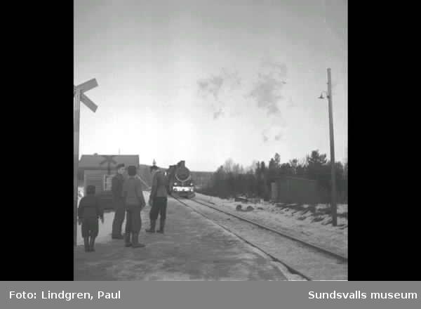 Ragvaldsnäs. Bilolycka vid järnväg.