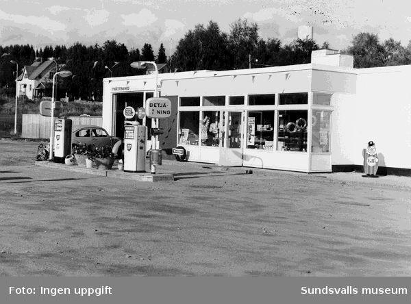 BP:s bensinstation vid Alnöbron, Vi, Alnö. Bensinstationen uppfördes 1963-1964.