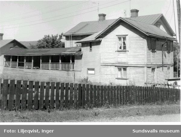 Grunden 6, Stadsmon i hörnet av Mogatan och Grundläggarg. Huset revs 1978.