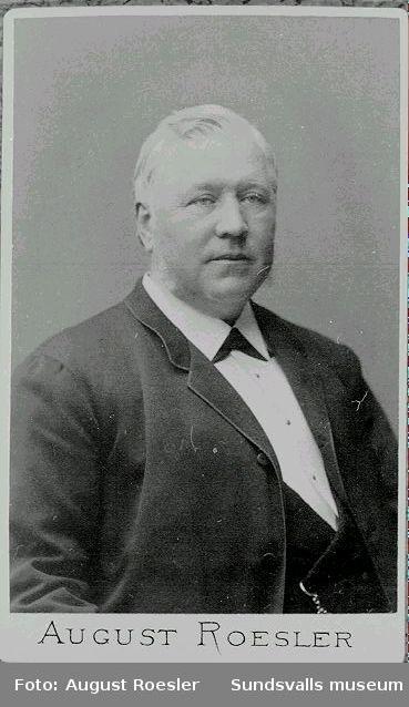 Magnus Arhusiander (1829 - 1908), född i Säter, Dalarna. 1868 tog han tillsammans med F.A. Åslund över firma P. F. Heffner, och etablerade sig som grosshandlare och trävaruexportör.