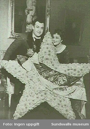 H Schymberg tillsammans med Jussi Björling,trol. Bohème.