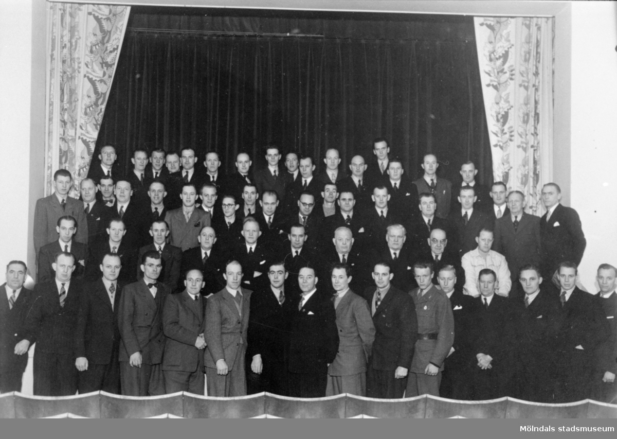 Vävlagareförbundet i västra Sverige, 1940-tal. Ombud från alla fabriker i trakten. Arnold Rosell syns i första raden, sjunde man från höger.