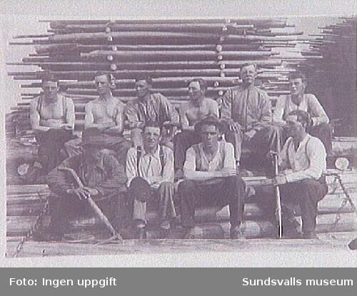 Arbetare i brädgården i Svartvik.
