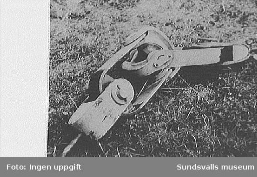 Detalj av radiomast, stag, på radiomast vid rundradiostationen i Ljustadalen.