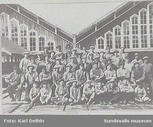 Sågverksarbetare vid Gustavsbergs sågverk.