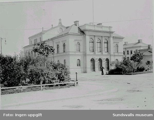 Sundsvalls teater, Köpmangatan 11. Byggnaden ritades av 1892 av Johan Erik Stenberg, och invigdes 1894.