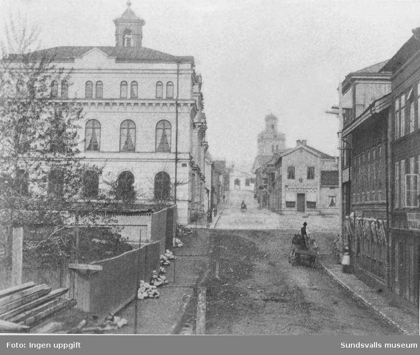 Parti av Kyrkogatan med Stadshuset, före branden, från öster.  Repro från gammal bild