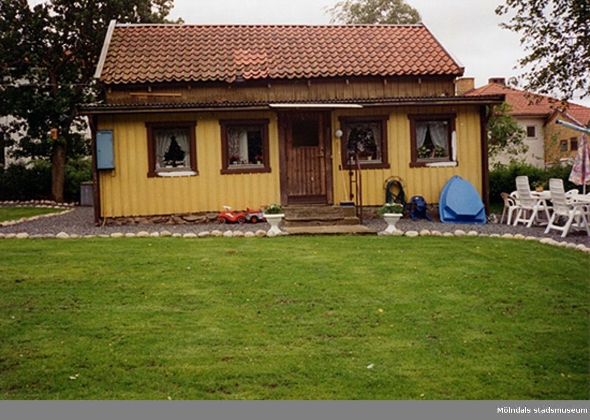 Ett bostadshus, Görjelycksgatan 33, Roten K5 i Kvarnbyn 1996.