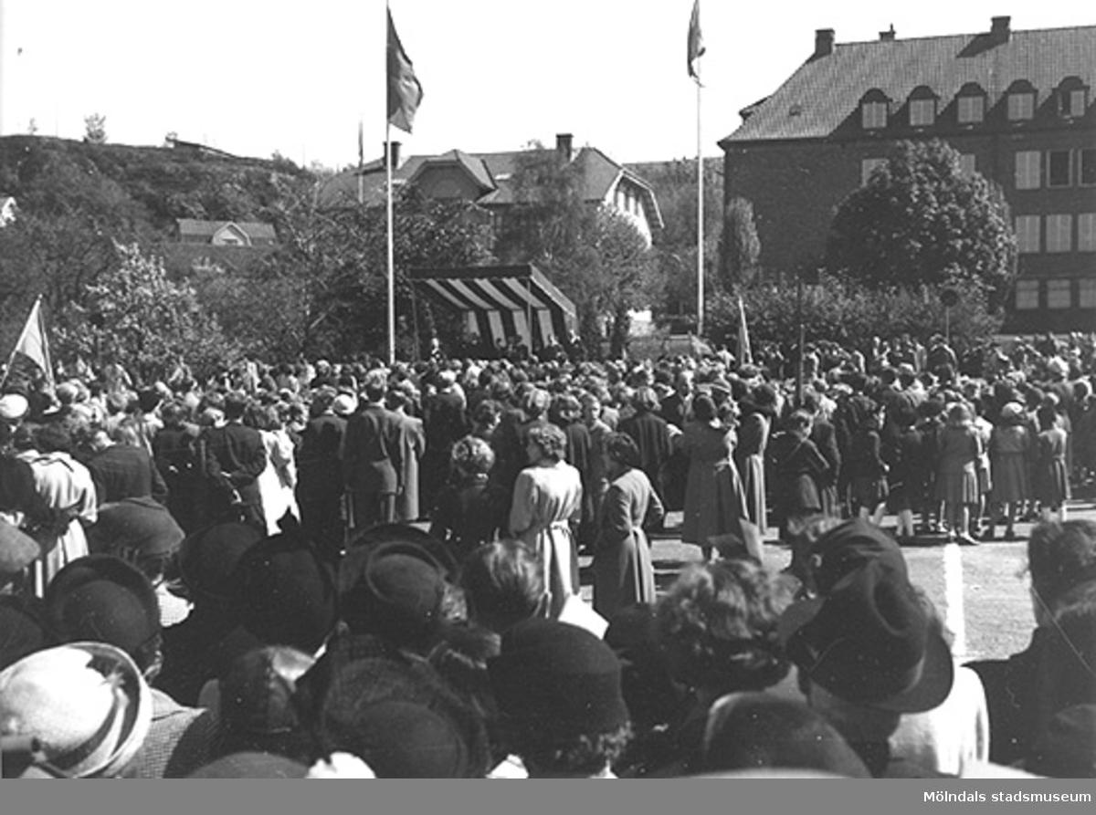 Invigning av Gunnebo slott. Den 16 maj 1952 i Mölndals centrum. Kung Gustav VI Adolf inviger och firar.