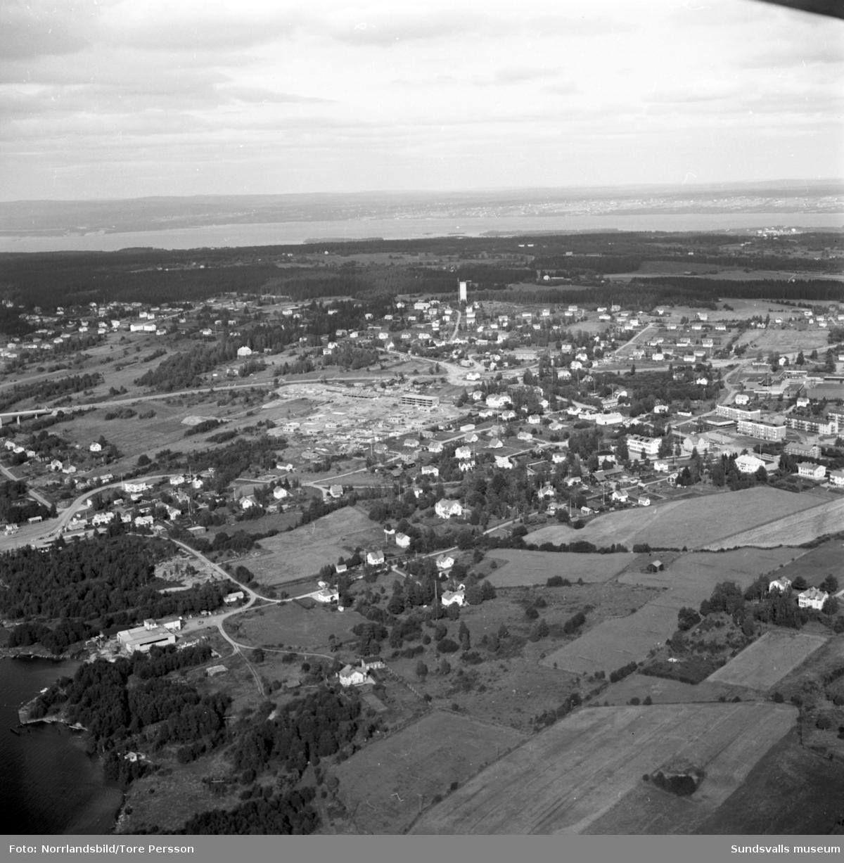 Flygfoton över Alnö under byggandet av bostadsområdet vid Ekvägen.