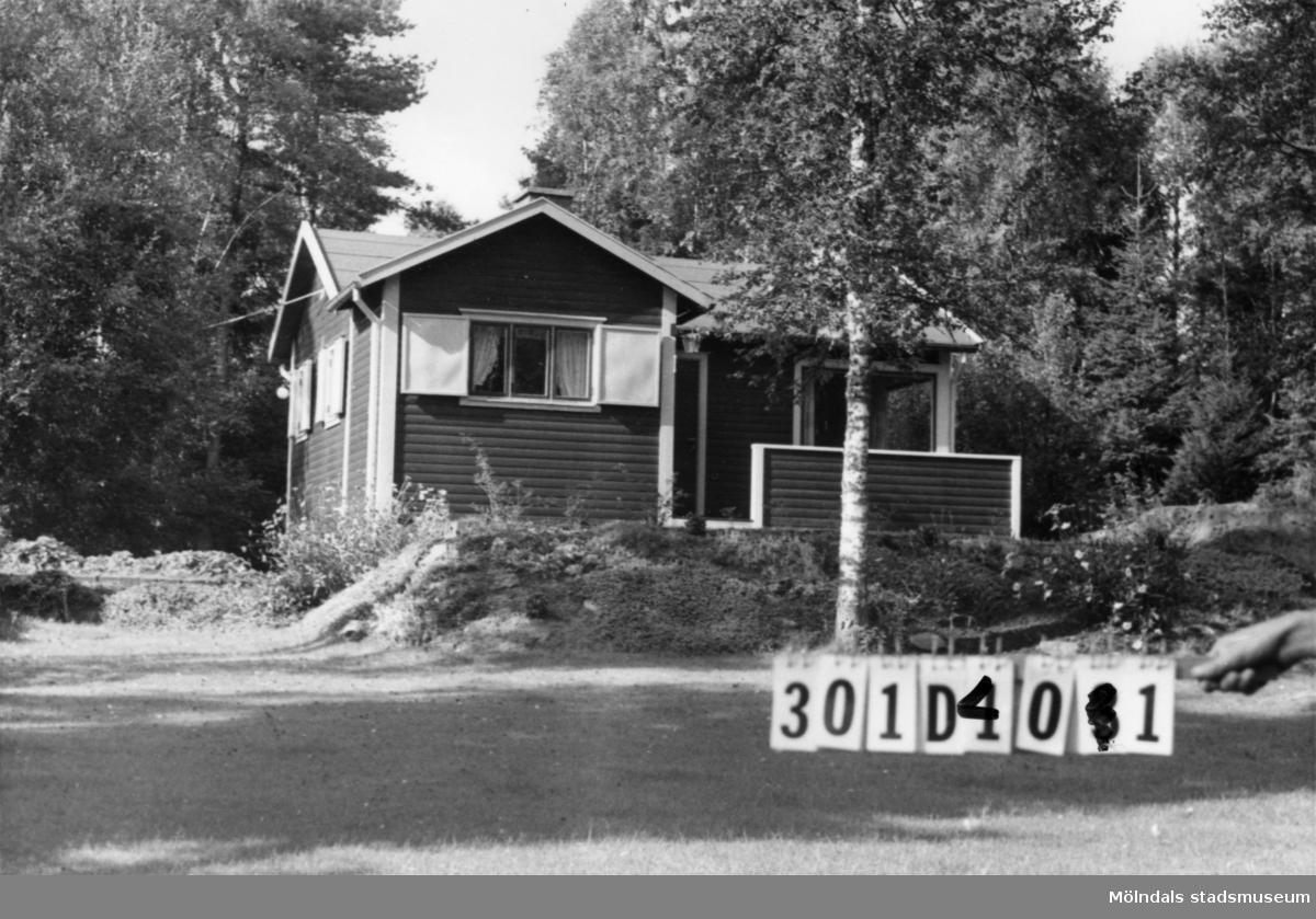 Byggnadsinventering i Lindome 1968. Inseros 1:69. Hus nr: 301D4001. Benämning: fritidshus och redskapsbod. Kvalitet: god. Material: trä. Tillfartsväg: framkomlig. Renhållning: soptömning.