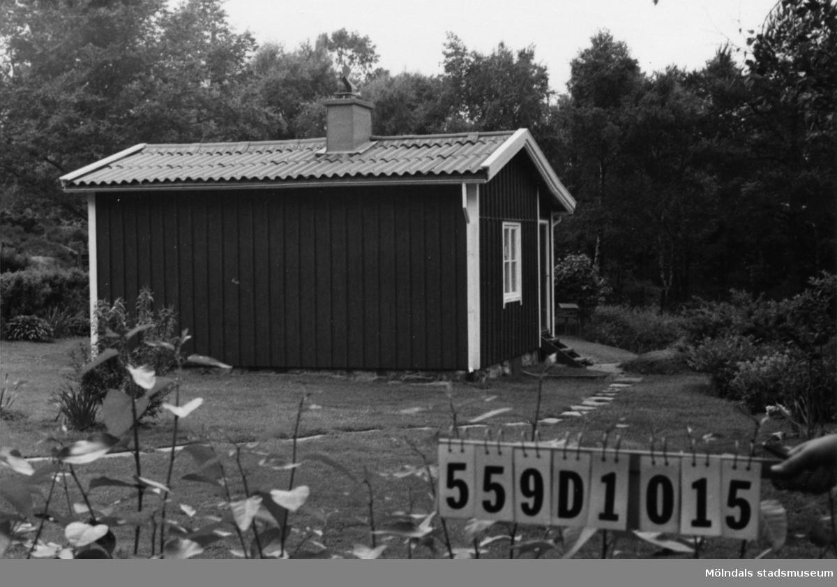 Byggnadsinventering i Lindome 1968. Ingemantorp 2:24. Hus nr: 559D1015. Benämning: fritidshus och redskapsbod. Kvalitet: god. Material: trä. Tillfartsväg: framkomlig. Renhållning: soptömning.