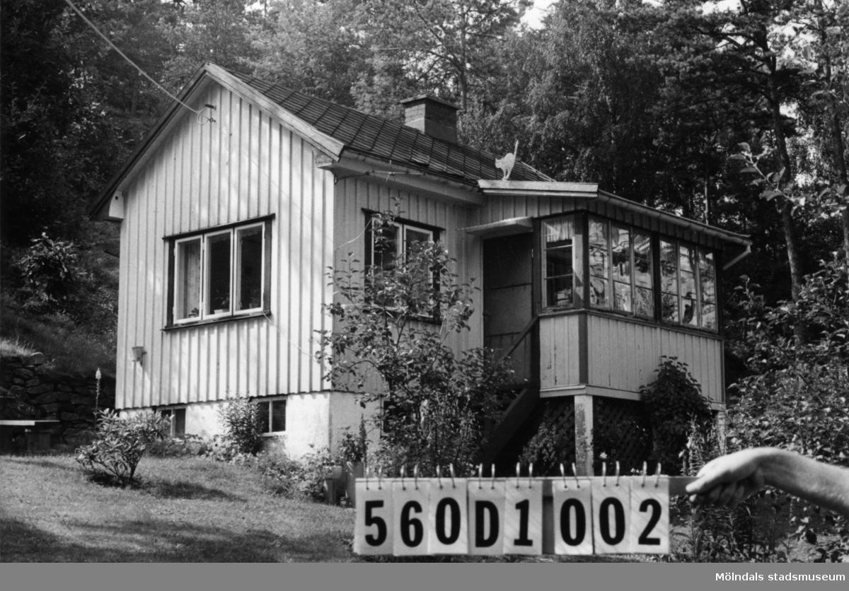 Byggnadsinventering i Lindome 1968. Annestorp 2:85. Hus nr: 570D1022. Benämning: fritidshus. Kvalitet: god. Material: trä. Tillfartsväg: framkomlig. Renhållning: soptömning.