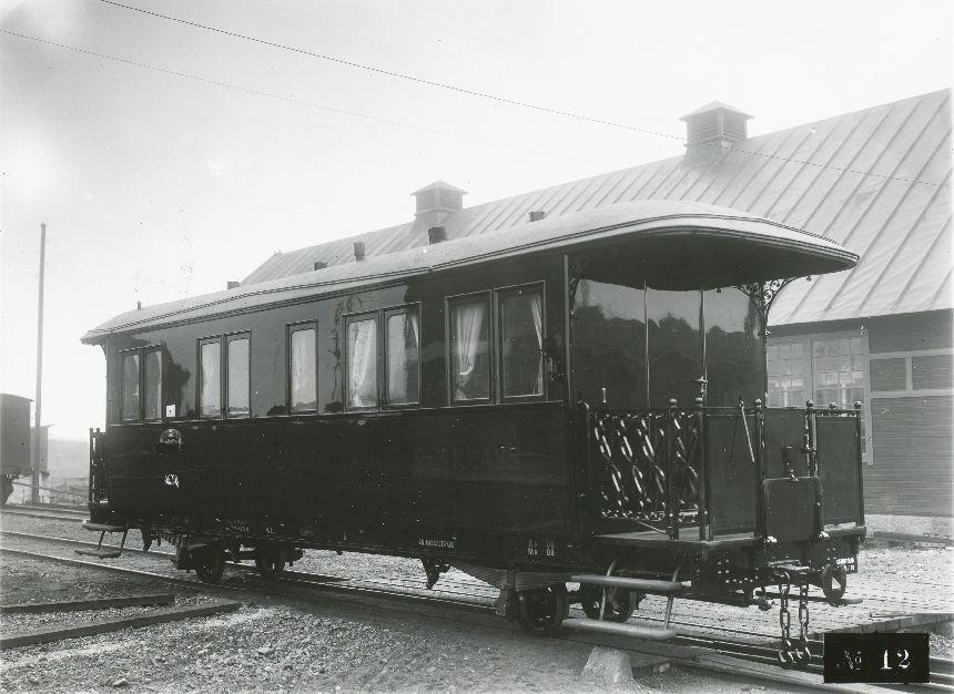 Fotografi föreställande Järnvägspostvagn BCD 3 på sträckan WLJ (Woxna-Lobonäs Järnväg), tillverkad 1908.