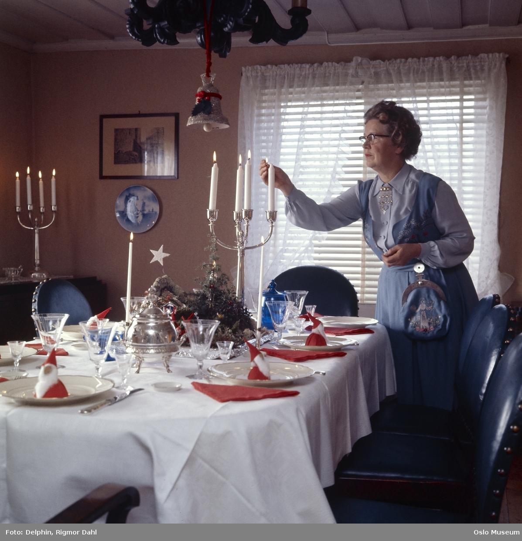 bolig, interiør, spisestue, spisebord, oppdekning, kvinne