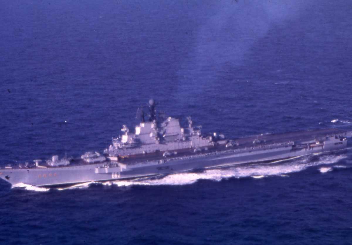 Russisk hangarskip av Kiev - klassen med nr. 062 og som heter Kiev.