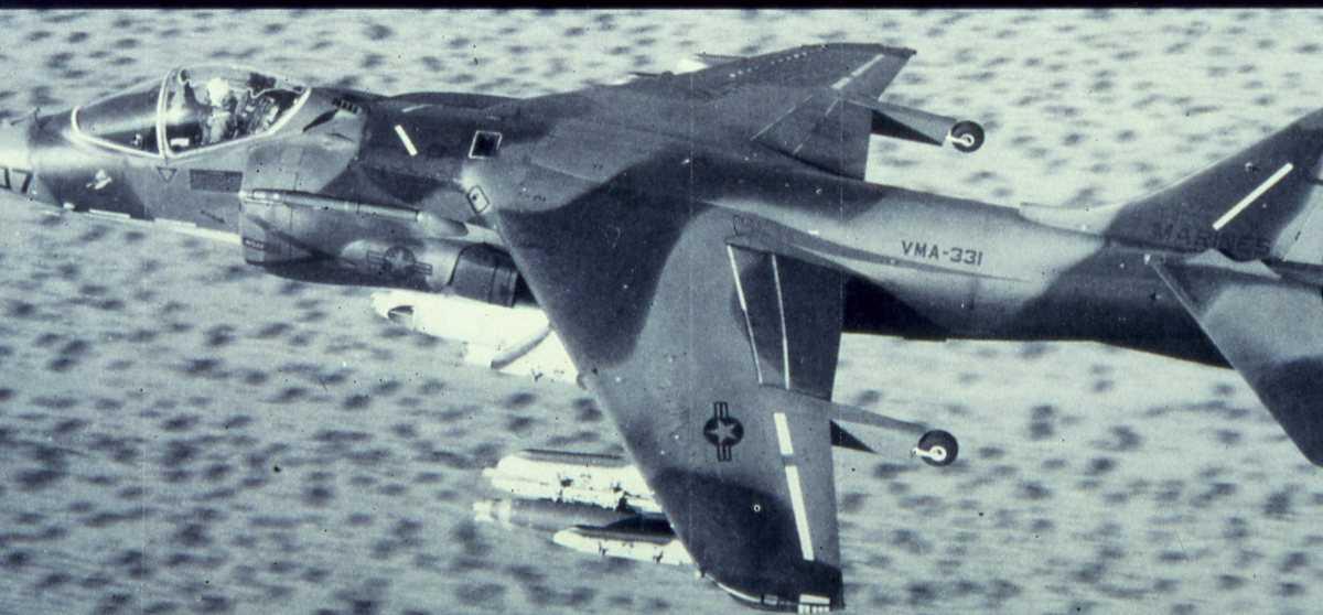 Amerikansk fly av typen AV-8B Harrier II med nr. VMA-331.