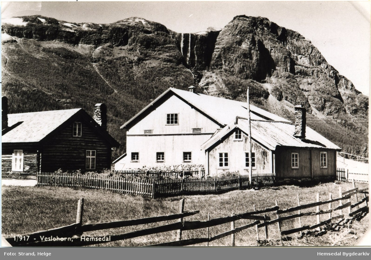 Hjelmen i Hemsedal, mot Hydnefossen og Veslehorn (kort sendt i 1954)