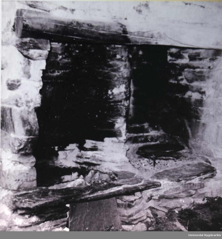 Biletet er teke inne i stølsbua på Jonstølen, ca. 1936