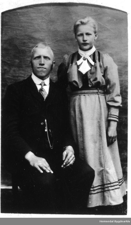 Ole Ringsaker (1873-1956) med dottera.