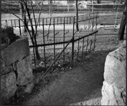 Skogskyrkogården entrégrinden mot väster. fotgängarentré