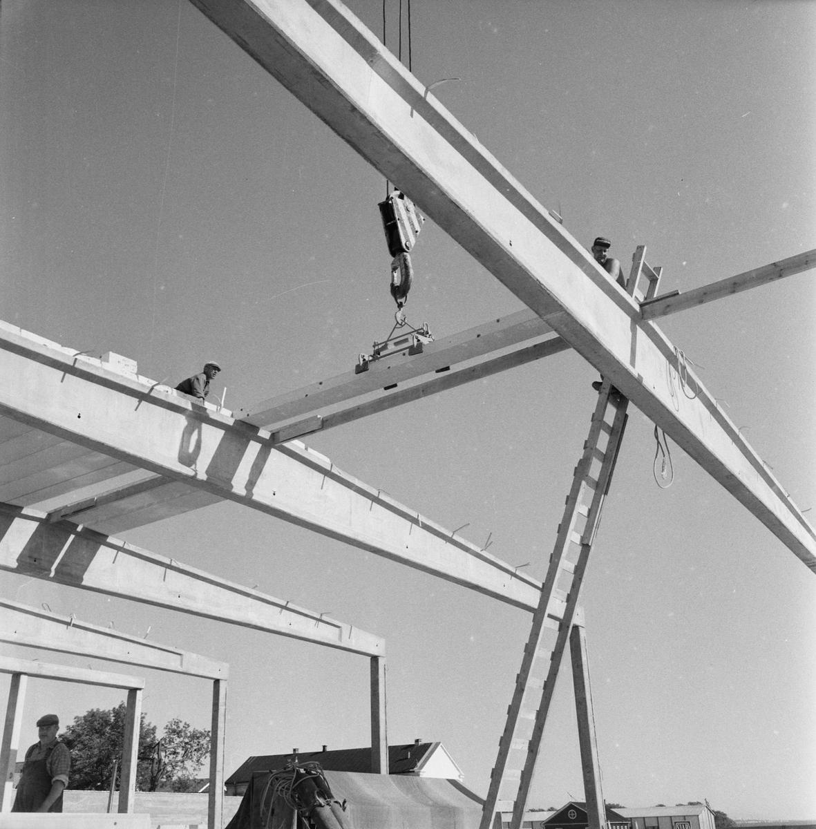 Övrigt: Fotodatum:18/7 1962. Byggnader och Kranar. Nybyggnations område. Kraftcentralen och Plåtverkstan