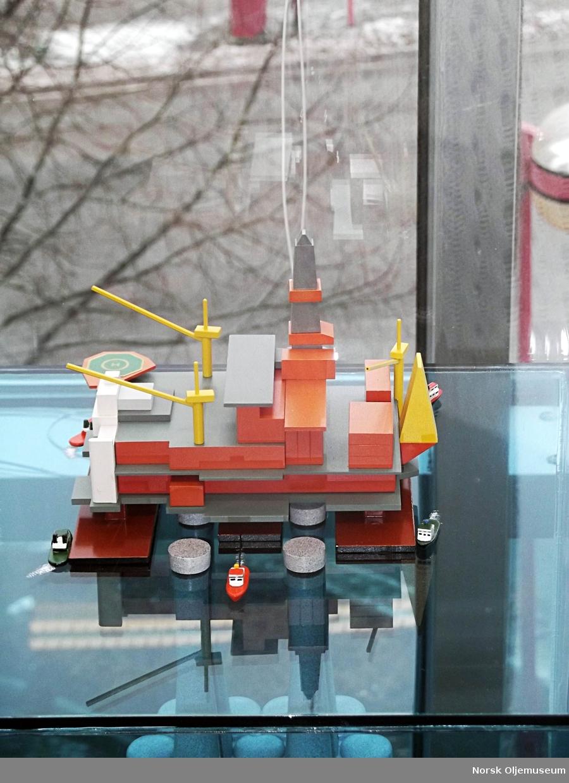 Modell av Condeep-bygging.