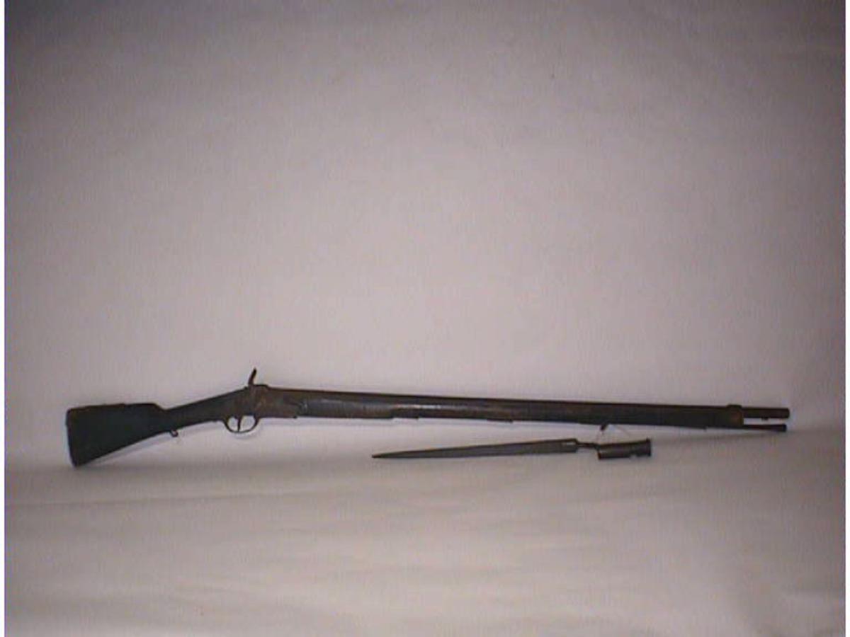 Form: Langt gevær, glatt løp.