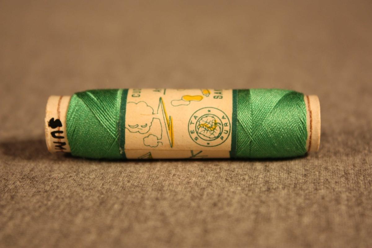Snelle av papp med silketråd vikla rundt. Mageband.