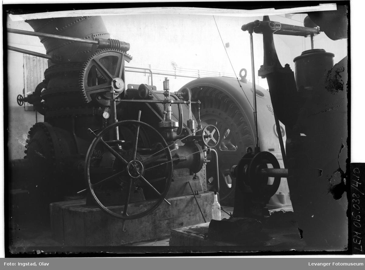 Interiør, turbinrør i kraftstasjonen.
