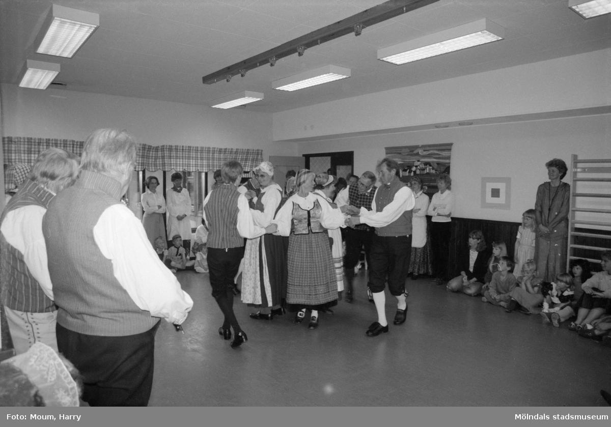 Kultur för barn på Bräcka förskola i Lindome, år 1984.  För mer information om bilden se under tilläggsinformation.
