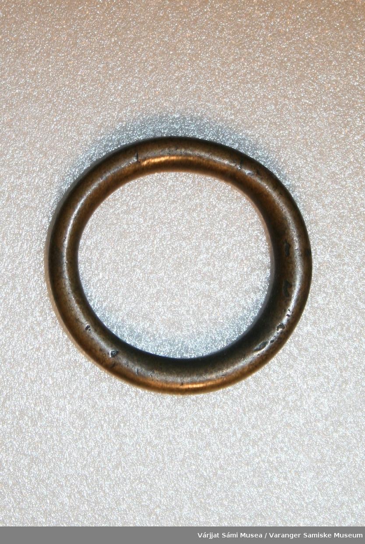 En ring av messing.