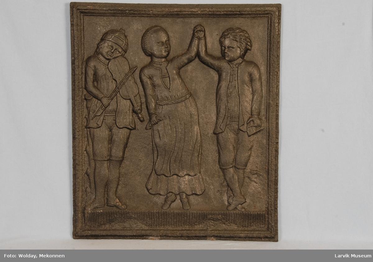 """2 dansende bønder som akkompagneres av en felespiller plassert til venstre """"Hallingen""""."""