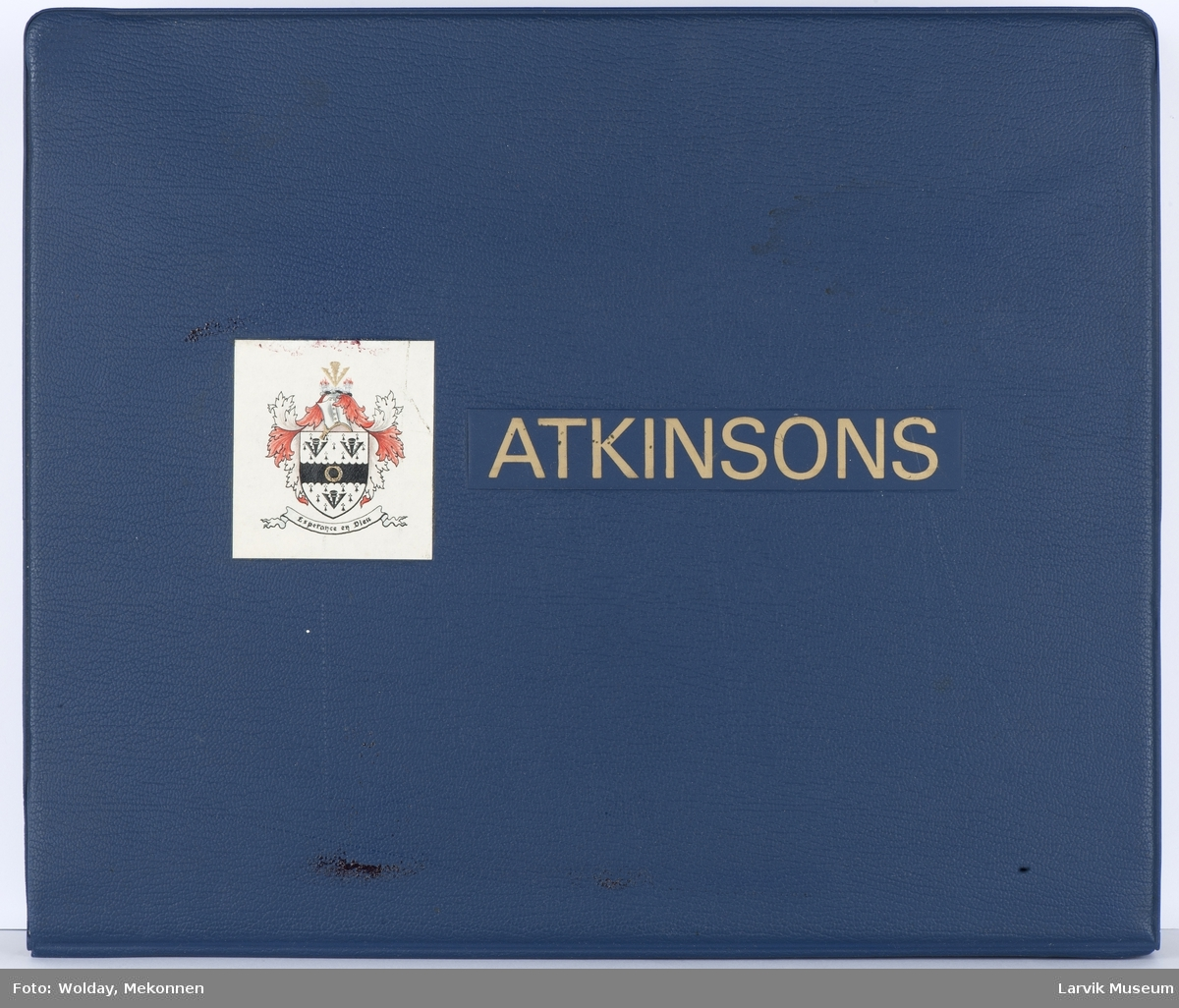 Produktperm/katalog med 34 2-sidig ark à 3 stoffprøver på hver side med poplinstoff