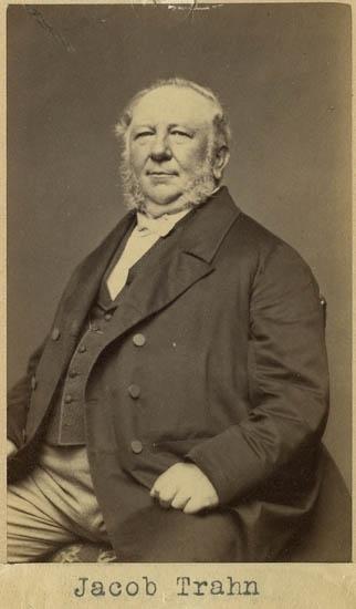 """Text på kortets baksida: """"Jacob Trahn från Hamburg. f. 1802 d. 1885 (till utlandet) 1855 till Göteborg, enl. Sten Kristiansson""""."""