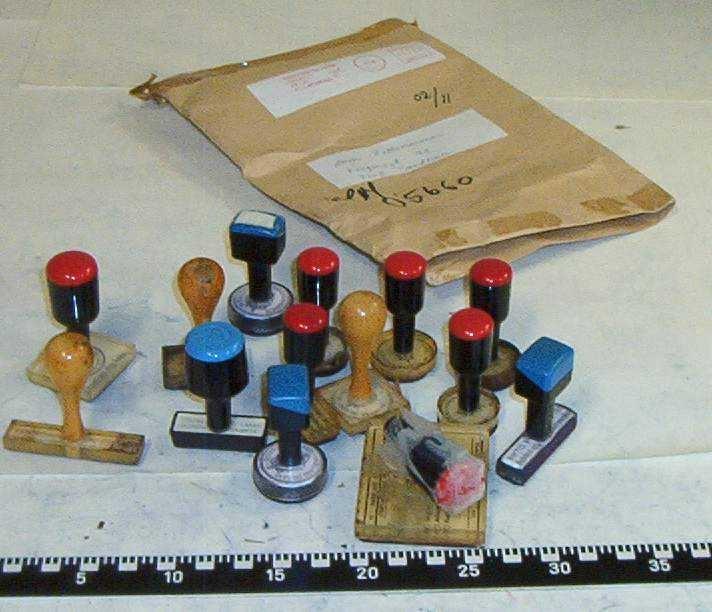 Eske merket 02/11 med 14 stempel.  Brev medfølger om innleveringen fra Hadelang og Land Tingrett