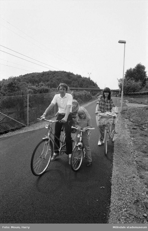 Ny cykelbana mellan Rävekärr och Kållered, år 1984.  För mer information om bilden se under tilläggsinformation.