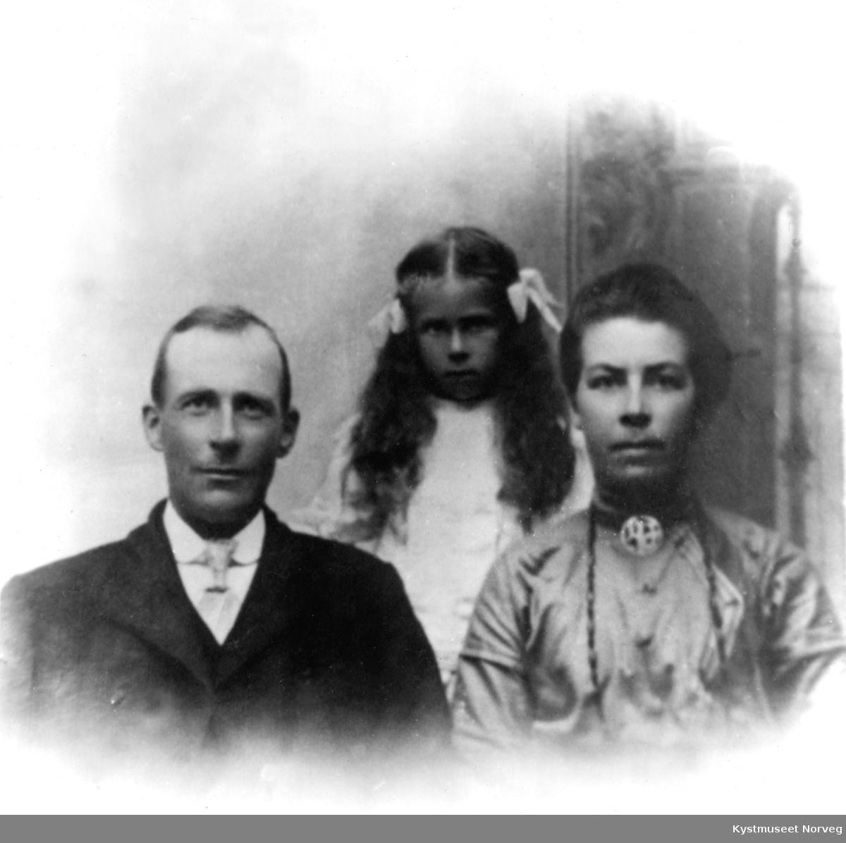 Marie, Henrik og Borghild Selnes