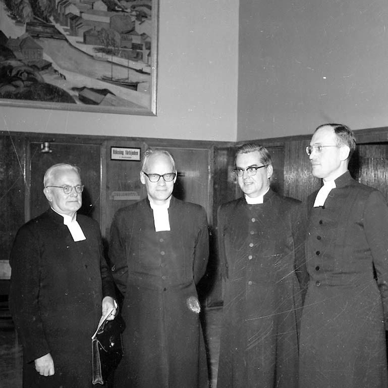 """Enligt notering: """"Präster i Folkets Hus Okt -60""""."""