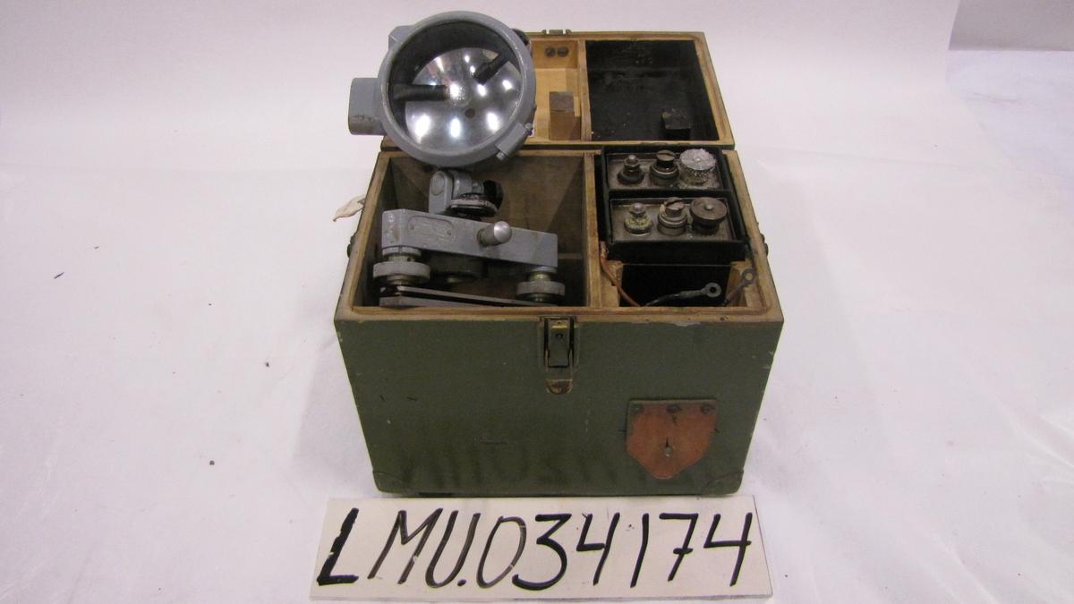 I kassen blendingsskive, reservepærer, nife-batterier m.v.