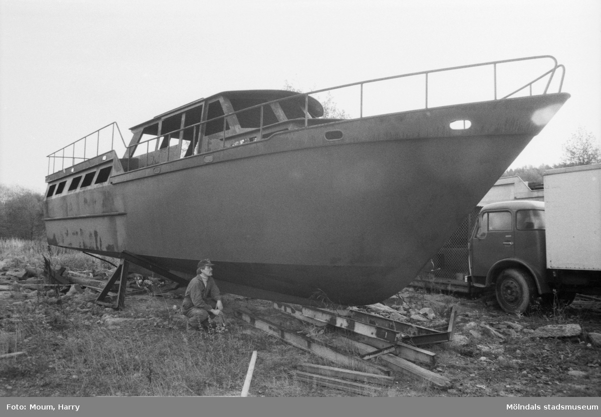 Stålmarin AB, båtvarv i Lindome, år 1984.  För mer information om bilden se under tilläggsinformation.