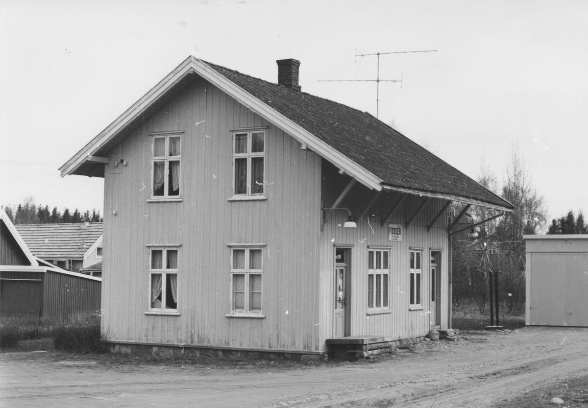 Fra Fosser stasjon noen år etter nedleggelsen.