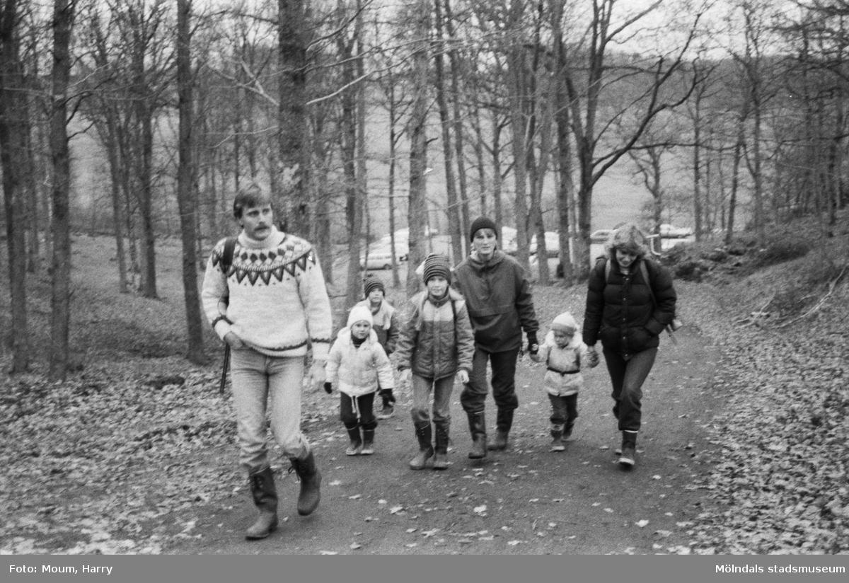 IK Uven anordnar poängpromenad i Bunketorp, Lindome, år 1984.  För mer information om bilden se under tilläggsinformation.