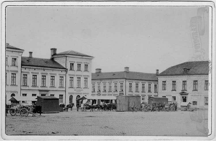 """Handskrivet på kopian: """"Torget, Uddevalla, omkr. 1880""""."""