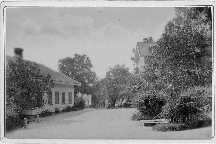 """Enligt text skrivet på kopian: """"Stora Hessleröd, Forshälla socken omkr. 1880""""."""