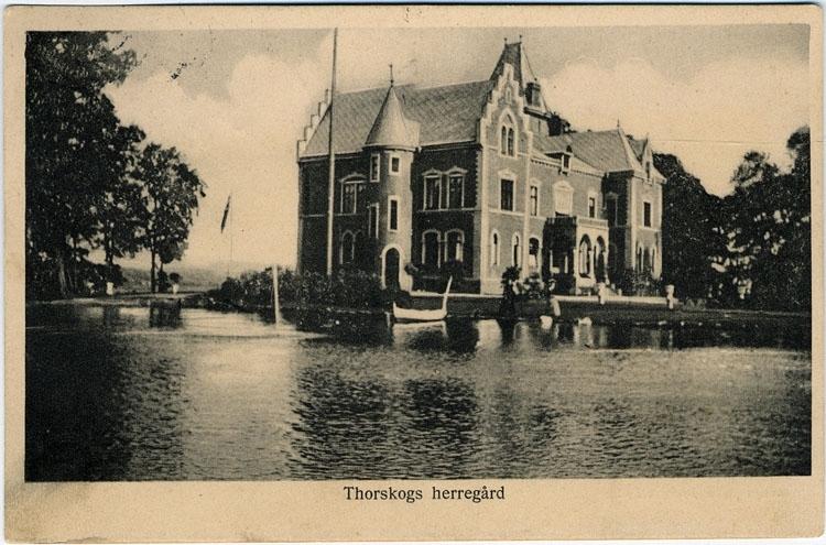 "Text på kortet: ""Thorskogs herrgård""."