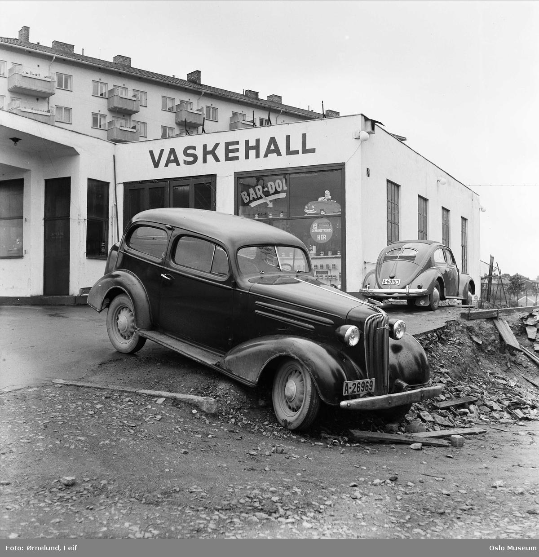 Gulf bensinstasjon, bilverksted, havarert bil