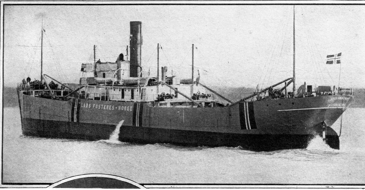 "Dampskipet D/S ""Lars Fostenes"" fra Haugesund ved land."