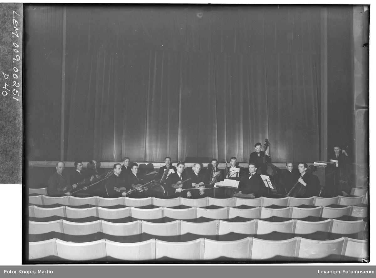 Symfoniorkesteret i Kinosalen på Steinkjer, 1952.  V